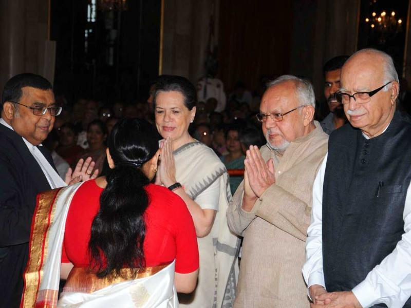 Chief Justice of India Altamas Kabir meets UPA chairperson Sonia Gandhi, NDA chairman LK Advani and others after being sworn- in as new Chief Justice of India at Rashtrapati Bhavan in New Delhi. UNI