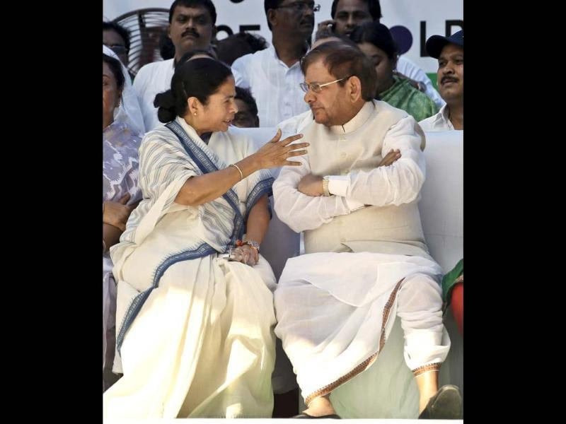 Trinamool Congress party leader Mamata Banerjee, left, talks to Janta Dal United party leader Sharad Yadav at a rally in New Delhi. The rally was to protest against the government's decision of FDI in multi-brand retail and against the hike of fuel prices. (AP Photo/Saurabh Das)