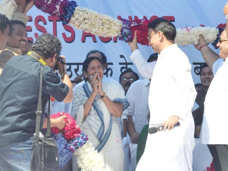 Trinamool Congress leader and West Bengal chief minister Mamata Banerjee being welcomed by supporters at a rally to protest FDI in retail sector and diesel price hike, in New Delhi. (UNI photo)