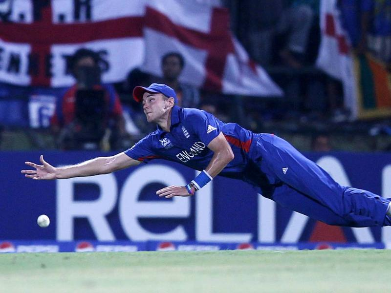 Stuart Broad dives as he attempts to take a catch during their Twenty20 World Cup Super 8 cricket match against Sri Lanka in Pallekele. REUTERS/Dinuka Liyanawatte