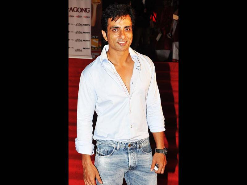 Sonu Sood poses for shutterbugs. (AFP)