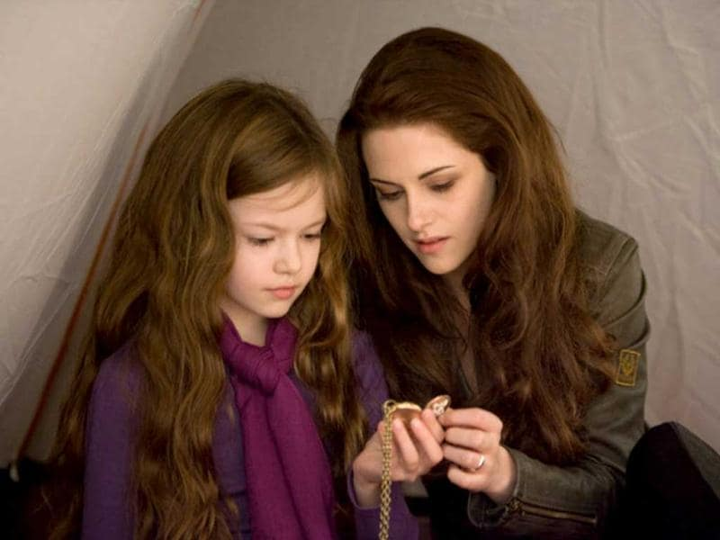 Mother-daughter duo: Renesmee and Bella
