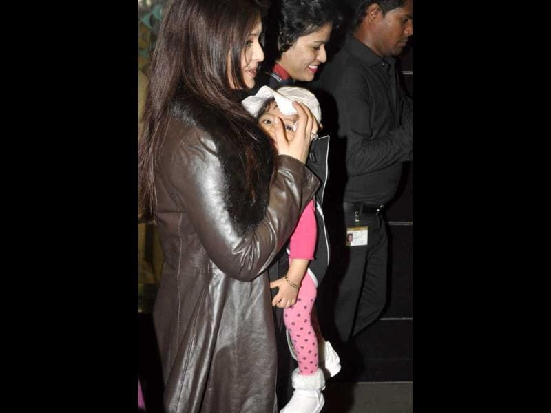 Aaradhya's face clearly visible despite mommy's attempts. (Photos: Viral Bhayani)