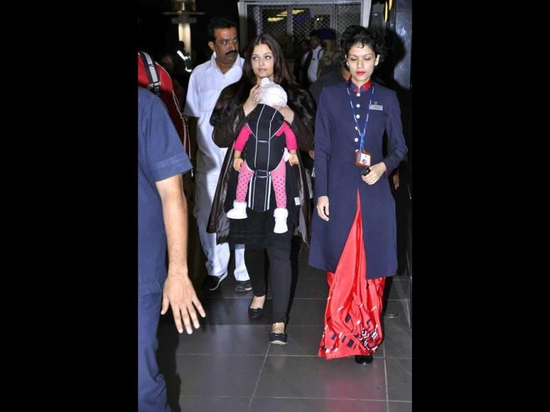 Dressed in black leggings and a brown leather jacket, Ash walked out of the airport amid the glare of shutterbugs. (Photos: Viral Bhayani)