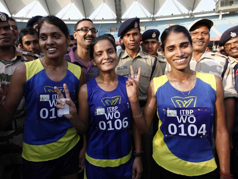 Winners of half marathon organised by ITBP show victory sign at Jawahar Lal Nehru Stadium in New Delhi. (HT Photo/Arvind Yadav)