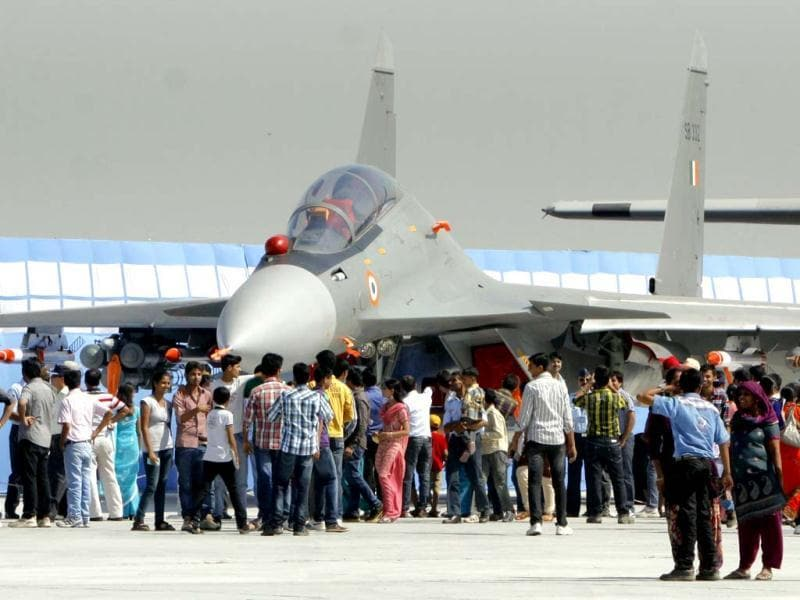Visitors surround the IAF aircraft during the Air Force Day celebrations at Hindon. HT/Sonu Mehta