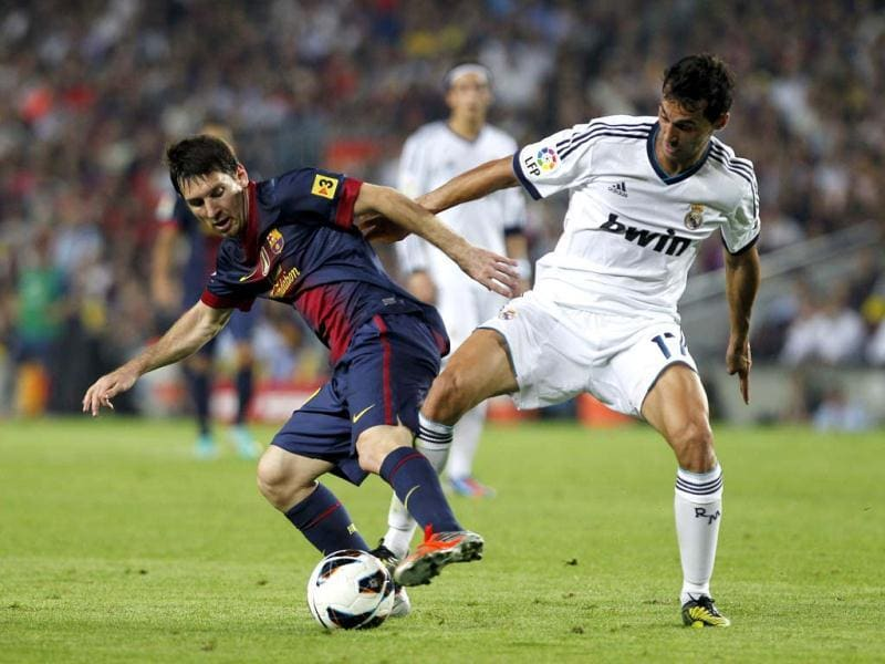 Real Madrid's Alvaro Arbeloa, right, in action with FC Barcelona's Lionel Messi from Argentina, left, during a Spanish La Liga soccer match at the Camp Nou stadium in Barcelona, Spain. (AP Photo)