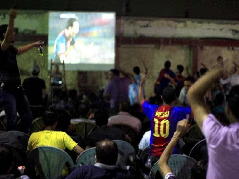 Palestinian youths watch the Spanish La Liga soccer match between Barcelona and Real Madrid at the Omda Cafe on Gaza City's seafront. Palestinians in Gaza packed into coffee shops to watch Barcelona play Real Madrid despite a call to boycott the game because an Israeli soldier was invited to attend. (AFP Photo)