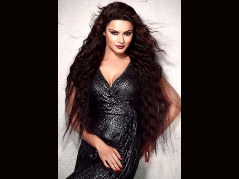 Aashka Goradia is a television actor by profession, Aashka became a household name after her role as Kumud in a daily show, Kussum on Sony TV.