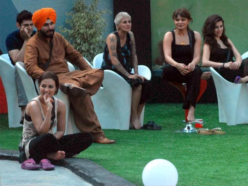 It's just the first week of Bigg Boss, no wonder the inmates are all so savvy and happy in each other's company. All the housemates sitting and enjoying the task given by Bigg Boss.