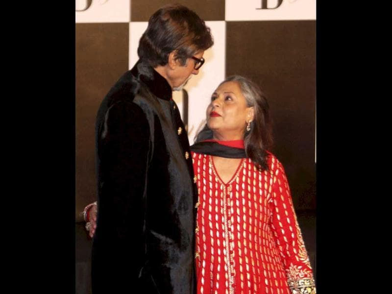 Aww! Amitabh Bachchan and Jaya Bachchan look super cute as they look into each other's eyes.
