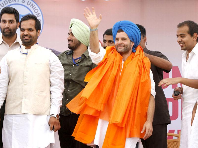 Rahul Gandhi with student leaders of Panjab University during a rally at Panjab University campus, in Chandigarh. Photo by Rajnish Katyal/ Hindustan Times