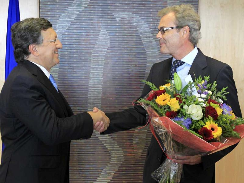 European Commission president Jose Manuel Barroso receives flowers from Atle Leikvoll, Norway's Ambassador to the European Union, at the EC headquarters in Brussels after the European Union won the Nobel Peace Prize. Reuters/Yves Herman