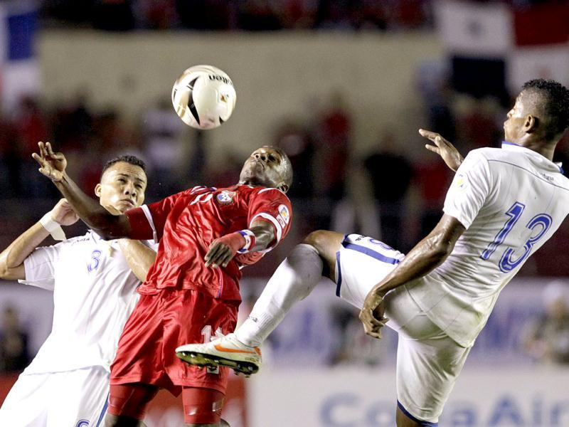 Panama's Armando Cooper (C) battles for the ball under the pressure of Honduras' Carlos Costly (R) and Arnold Peralta during their 2014 World Cup qualifying soccer match in at the Rommel Fernandez stadium in Panama City. Reuters photo