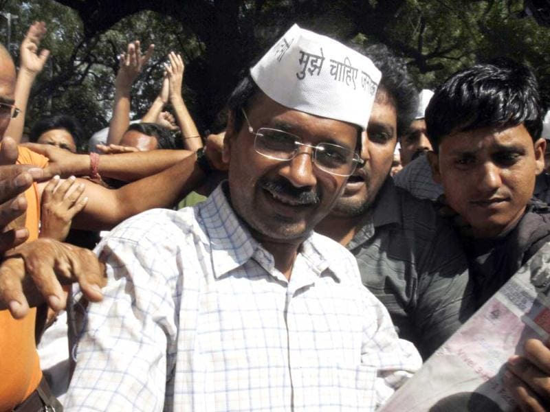 Arvind Kejriwal arrives at the dharna at Parliament Street in New Delhi. HT/Mohd Zakir