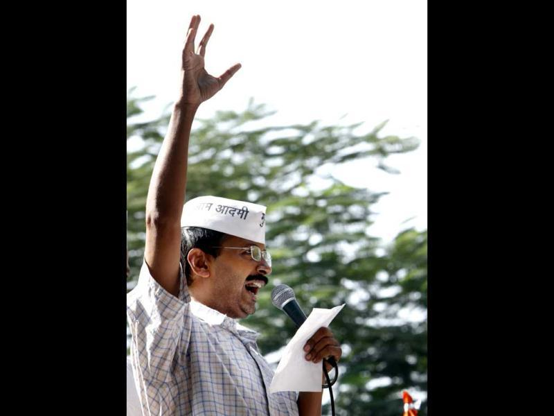 Arvind Kejriwal addresses his supporters during a dharna at Parliament Street in New Delhi. HT/Mohd Zakir