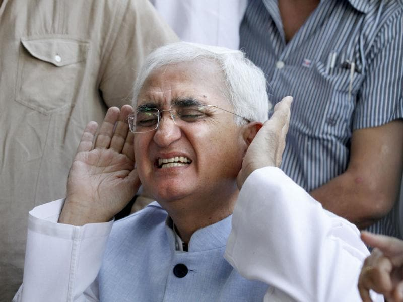 Union minister for law and justice Salman Khurshid reacts angrily at a press conference in New Delhi. Khurshid produced pictures and documents to defend himself against the allegations of financial irregularities levelled against his NGO. HT Photo/Arvind Yadav