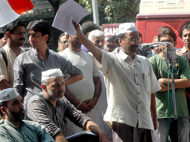 Activist-turned-politician Arvind Kejriwal addressing supporters during a protest at Jantar Mantar in New Delhi. UNI Photo