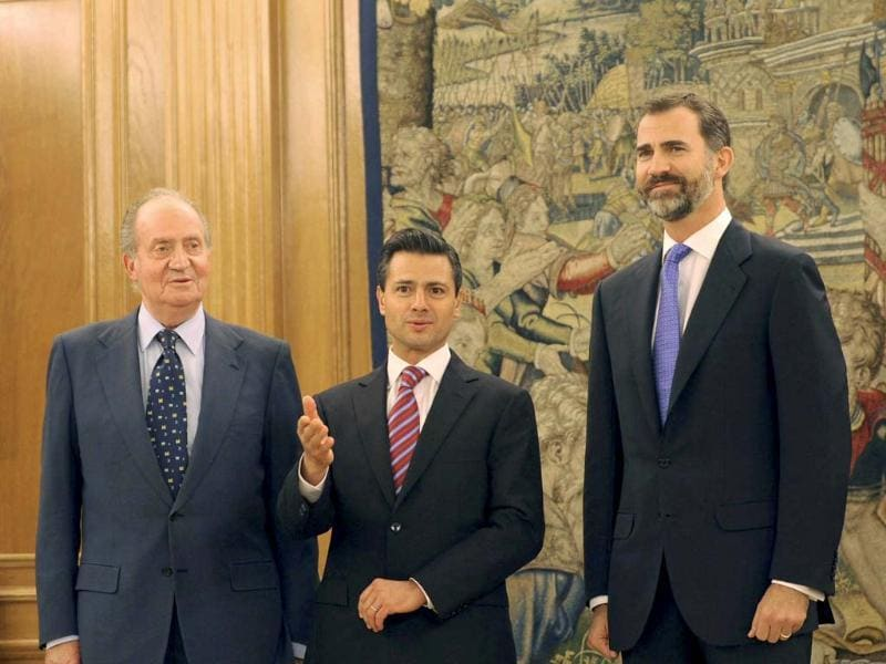 Spain's King Juan Carlos, Mexico's President-elect Enrique Pena Nieto and Spain's Crown Prince Felipe pose for a picture during a meeting at Zarzuela Palace in Madrid. Reuters
