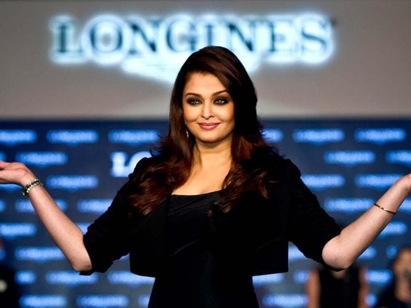 Aishwarya Rai Bachchan is wearing a black Dior gown clubbed with a Dolce jacket, which makes her look slimmer.