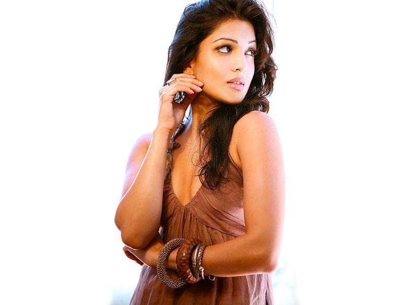 Although, she made her debut with Dus Tola opposite Manoj Bajpai, Besharam will be Pallavi Sharda's first mainstream film. She's also starred in an Indo-American film Walkaway.