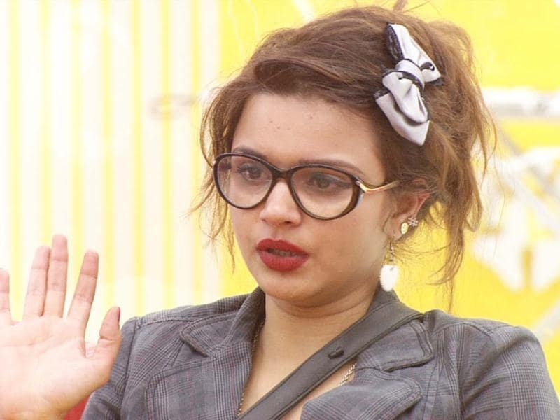 Aashka expresses her discontent.