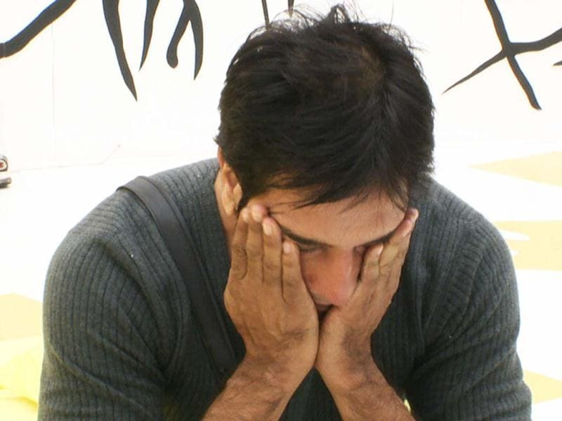 Rajev cries when his former wife Delnaaz ignores him.