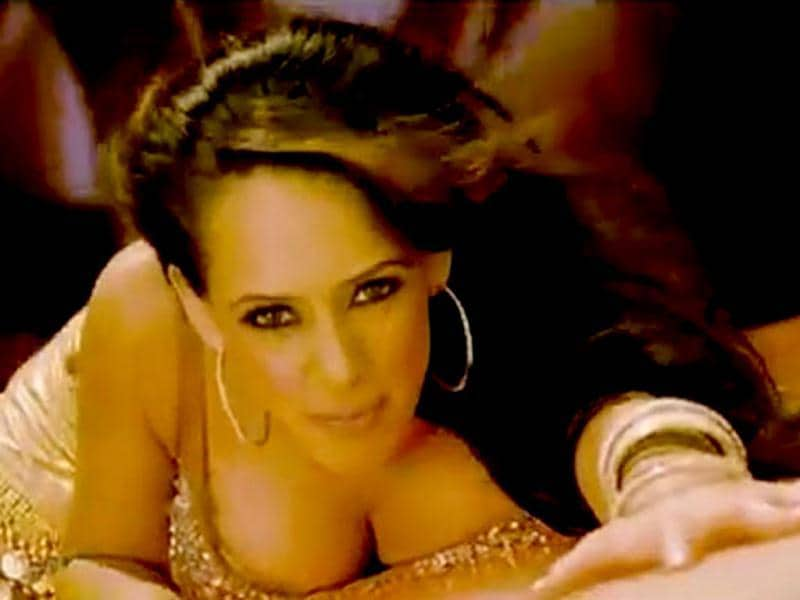 British model and actress Hazel Keech was seen in a brief appearance in Bodyguard and has also done a hot item number Aa Ante Amlapuram in Maximum.