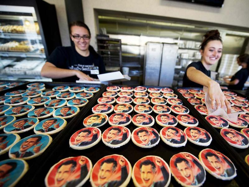 Samantha Staley and Amy Colalella box up election cookies of US President Barack Obama and Republican presidential candidate Mitt Romney for customers at the Oakmont Bakery in Oakmont, Pennsylvania. (AFP Photo)