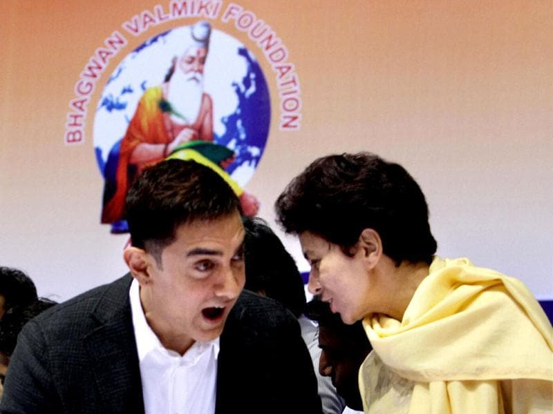 Urban Poverty Alleviation Minister Kumari Selja chats with Aamir Khan at the event. (PTI Photo)