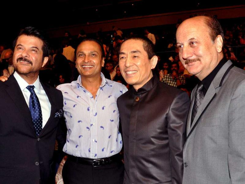 Bollywood actors Anil Kapoor (L) and Anupam Kher (R) pose with industrialist Anil Ambani (2L) and Chinese Director Zhang Yimou (2R) as they attend the opening ceremony for the 14th Mumbai Film Festival in Mumbai late October 18, 2012. (AFP PHOTO)