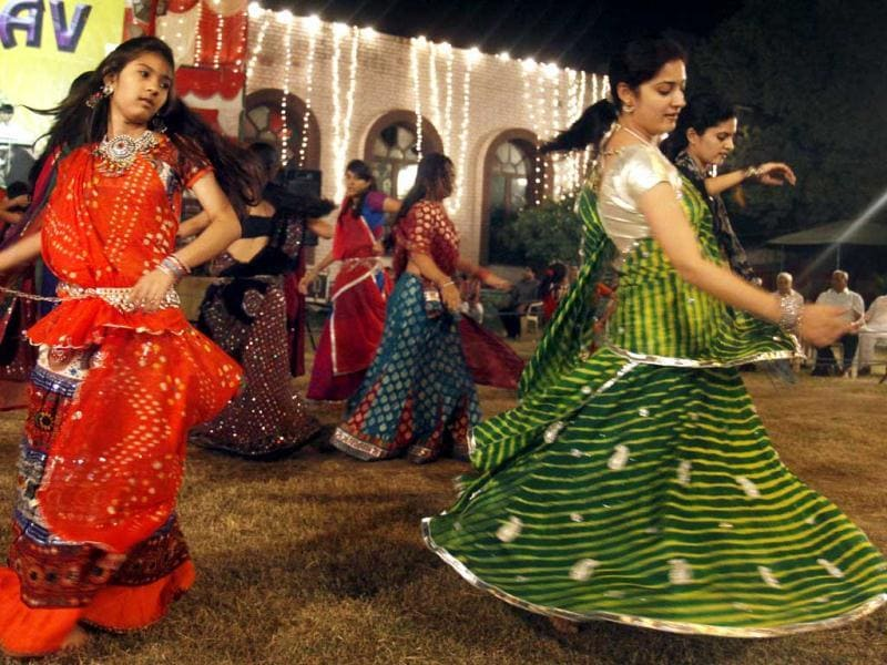 People enjoying Garba and Dandiya, celebrating Navratri Utsav organized Gujarat Youth club at Gujarat Vihar in East Delhi. HT/Sonu Mehta