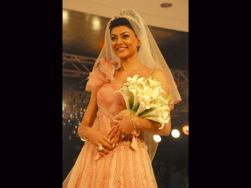 Beautiful Bride: Sushmita Sen looked stunning as bride as she walked the ramp at the Blenders Pride Fashion Tour, Gurgaon.