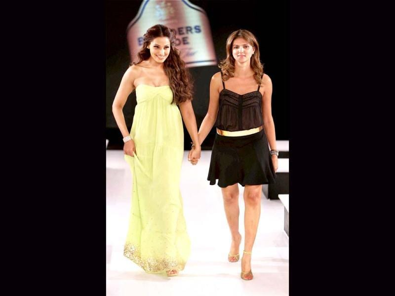 Bipasha was showstopper for designer Nandita Mahtani (R).