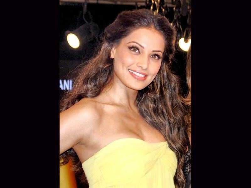 Bipasha looked pretty as she was all smiles the Blenders Pride Fashion Tour in Gurgaon.