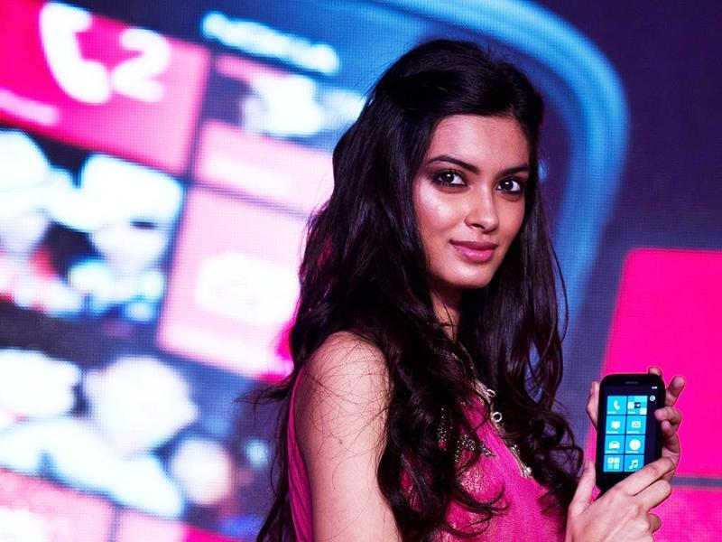 Bollywood film actress Diana Penty poses with the newly unveiled Nokia Lumia 510 smartphone in New Delhi. AFP PHOTO