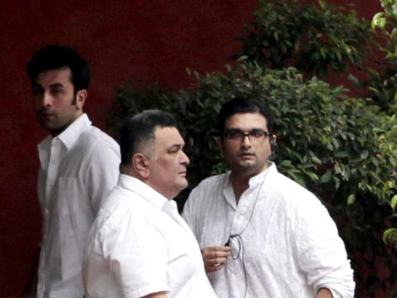 Rishi Kapoor with son Ranbir can be seen in the picture.