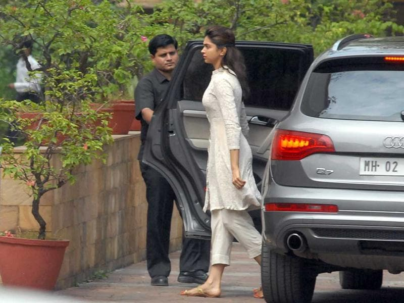 Deepika Padukone came to pay last respects to the late filmmaker.