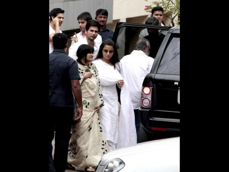 Vidya Balan and Shahid Kapoor can be spotted at the funeral.
