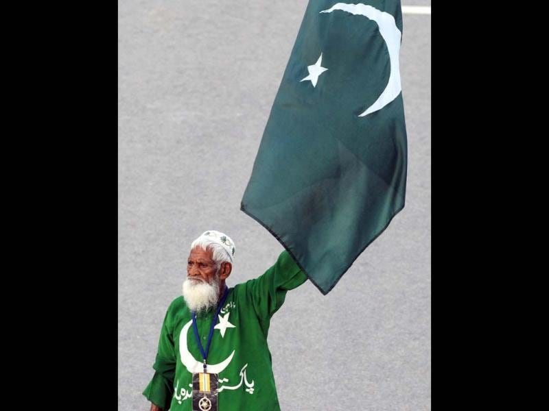 File photo of Mehr Din fondly called 'Uncle Pakistan' during the daily lowering of India and Pakistan's flags at the Wagah border. After 10 years of whipping up crowds at the daily ceremony to close Pakistan and India's main land border crossing, the flag-waving star show passed away on Oct 24, 2012. AFP Photo