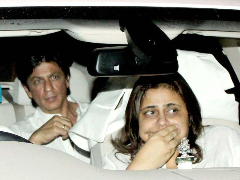 SRK got emotional while paying tribute to Yash Chopra at his Chautha ceremony.