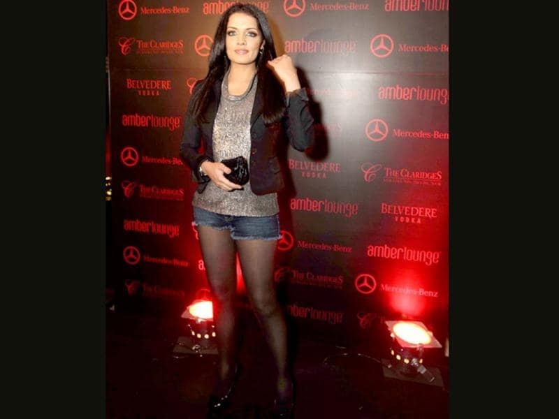 Celina Jaitley flaunts legs in a pair of shorts.