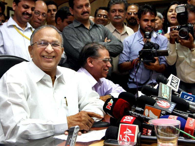 Science and technology minister Jaipal Reddy, interacting with media persons after taking charge at Anusandhan Bhawan in New Delhi. HT/Sushil Kumar