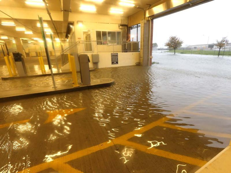 Flooding begins to inundate a parking garage ahead of Hurricane Sandy in Atlantic City, New Jersey. AFP photo