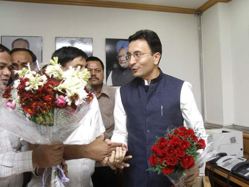 New HRD minister of state Jitin Prasada takes charge at Shastri Bhawan office in New Delhi. HT/Vipin Kumar