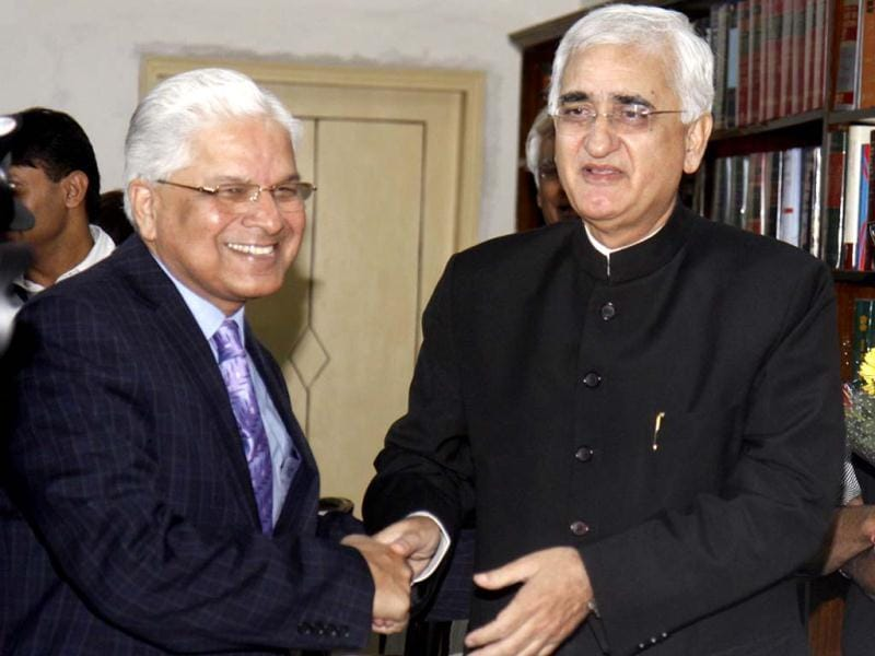 Outgoing law minister, Salman Khurshid, shakes hands with the new law minister Ashwani Kumar who took charge as new Union minister for law and justice at Shastri Bhawan in New Delhi. HT/Sonu Mehta