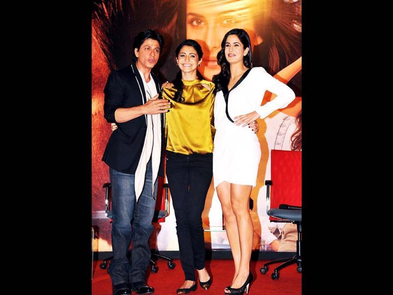 Bollywood actor Shah Rukh Khan (L) shares a light moment with actresses Anushka Sharma (R) and Katrina Kaif (C) as they pose during a promotional event for Jab Tak Hai Jaan. (AFP)