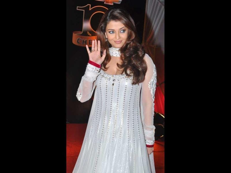 Aishwarya was the first Indian to feature in The Oprah Winfrey show, on April 25, 2005.