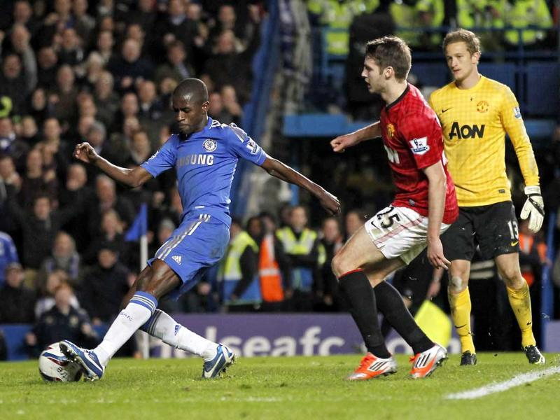 Chelsea's midfielder Ramires goes around Manchester United's goalkeeper Anders Lindegaard to score their fifth goal during the English League Cup Fourth Round football match between Chelsea and Manchester United at Stamford Bridge in London. AFP/Ian Kington