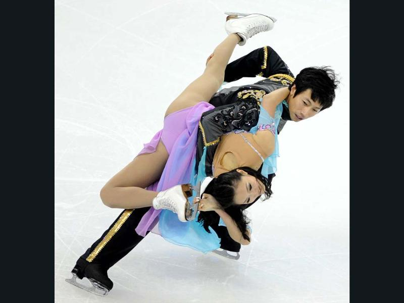 Xiaoyang Yu (L) and Chen Wang of China perform their routine in the Ice Dance Free Dance program during the Cup of China, the third event on the ISU Grand Prix figure skating tour, in Shanghai. AFP photo